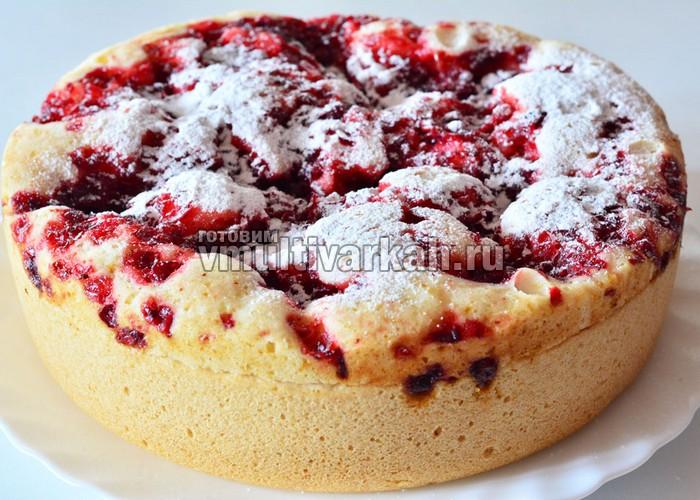 пирог с брусникой в мультиварке на кефире