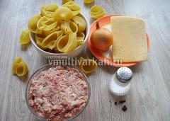 Подготовьте ингредиенты, отварите макароны в течение 5 минут