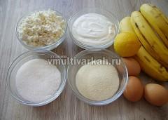 Подготовьте ингредиенты для творожно-банановой начинки