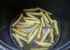 Остывший картофель обжарьте второй раз 3-4 минуты