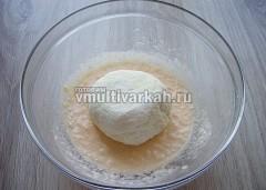 Добавить сырную массу