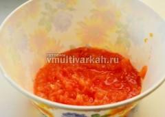 Оставшиеся помидоры потрите на терке