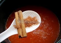 Всыпьте перец и корицу, готовьте в режиме тушение 40-50 минут
