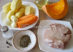 Подготовьте продукты для рагу со свининой