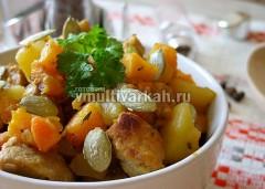 После окончания программы оставьте овощи с мясом в закрытой мультиварке на 15-20 мин