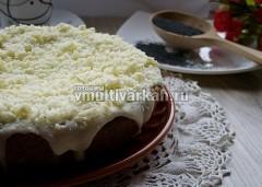 Верхний слой смазать кремом и украсить тертым шоколадом