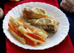 Подавайте выложив на тарелку рыбу и овощи